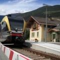 Un Gtw 2/6 Atr100 della Sad in sosta a Lasa lungo la ferrovia della Val Venosta - Foto Giovanni Giglio