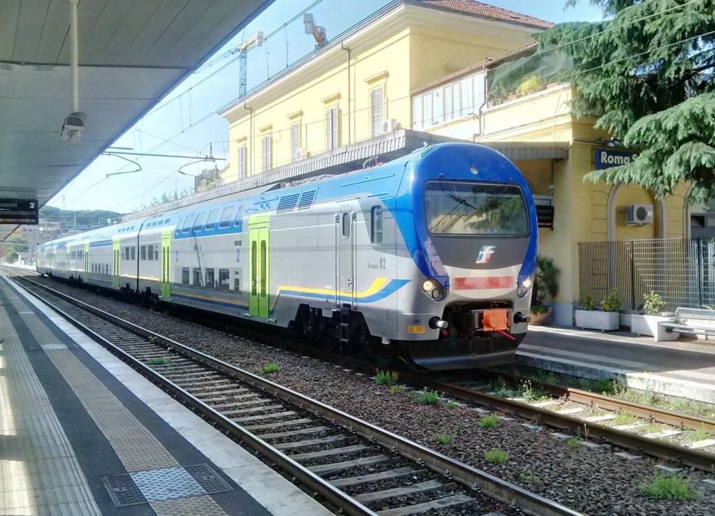Il Taf 02 nella nuova livrea regionale di Trenitalia a Roma in servizio sulla Fl3 sosta a Roma San Pietro - Foto Giovanni Giglio
