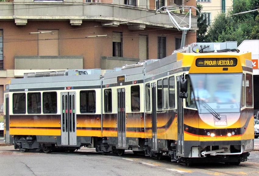 Il prototipo rinnovato dei jumbotram serie 4900 di Milano - Foto Atm