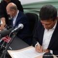 Il ministro Lupi e l'AD di Fs Italiane Elia siglano accordo per portare l'AV negli aeroporti - Foto Gruppo FS Italiane