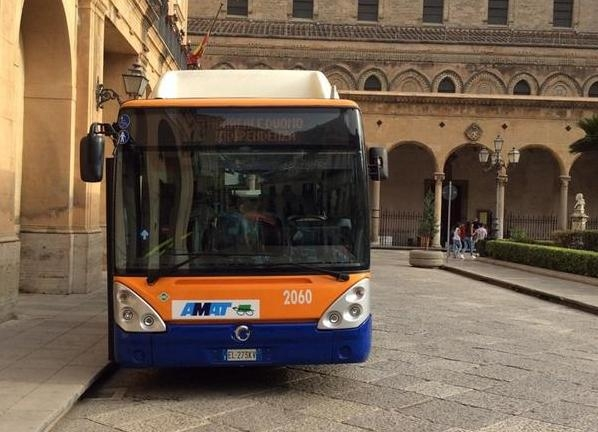 Il bus Amat della linea 389 Palermo-Monreale - Foto Amat