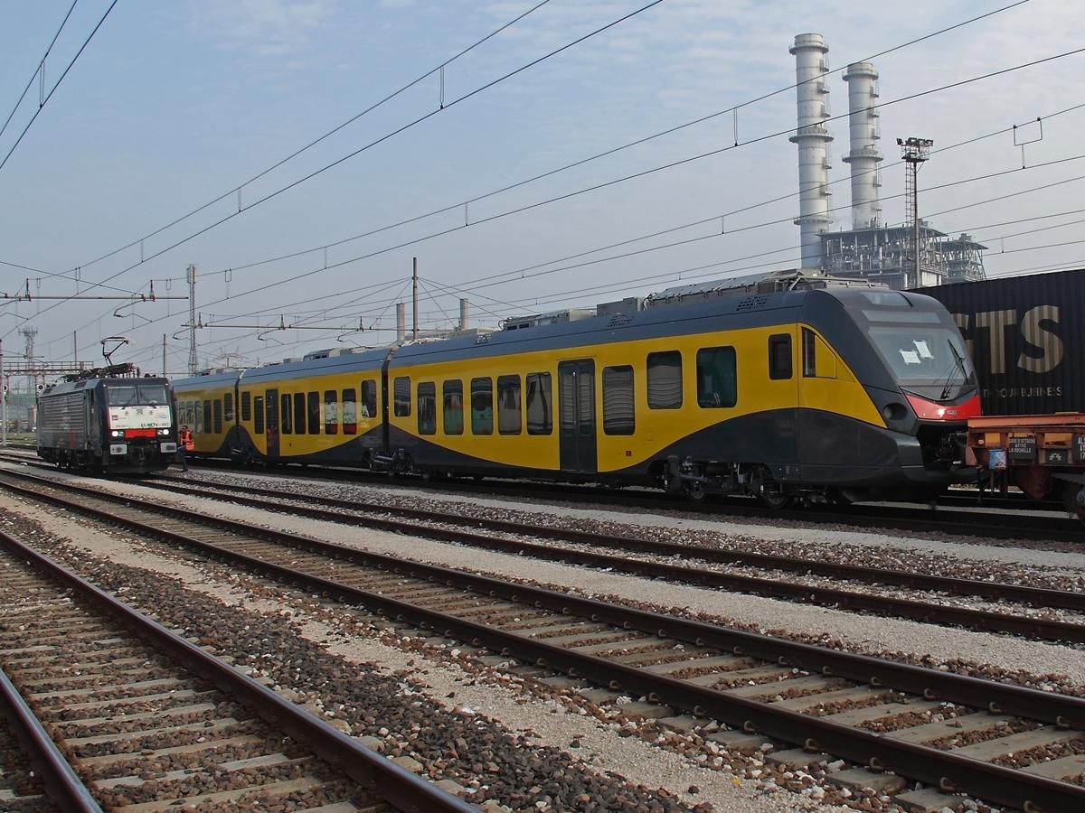 Il Caf Civity di Ferrotramviaria durante il trasferimento verso Bari - Foto Ferdinando Ferrari