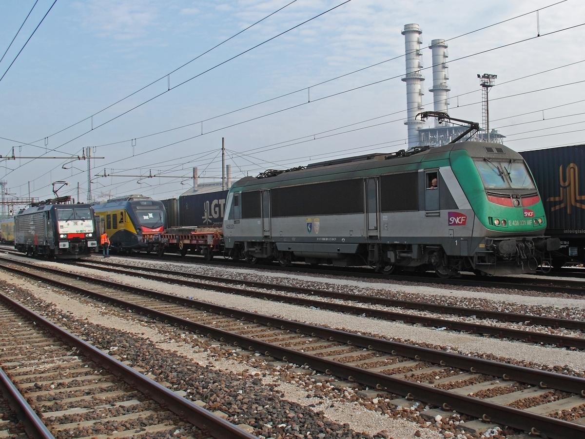 Il Caf Civity di Ferrotramviaria trainato dalla E436 di SNCF - Foto Ferdinando Ferrari