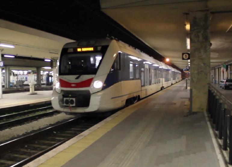 L'Etr563 Civity della Caf in stazione a Pisa Centrale - Foto Cristian Giovangiacomo (tratta dal video http://youtu.be/vjKVcVmg0d0)