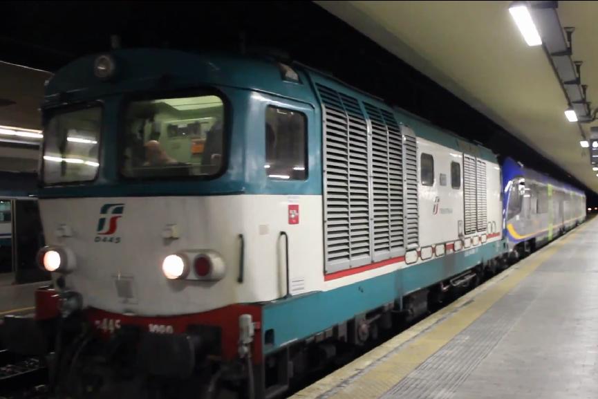 L'atr220 Swing di Trenitalia trainato dalla D445 da Pisa per Aulla dove effettuerà le prove di abilitazione - Foto Cristian Giovangiacomo
