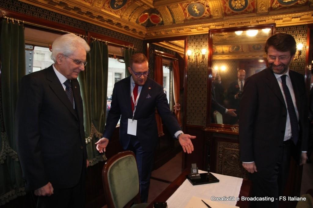 Il Presidente della Repubblica Mattarella e il direttore della Fondazione FS Cantamessa a bordo del treno presidenziale - Foto Gruppo Ferrovie dello Stato Italiane
