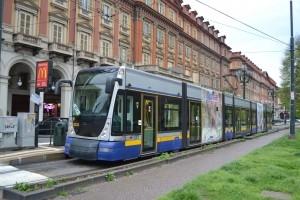 Una motrice serie 6000 in servizio sulla nuova linea tram 6 di Torino al capolinea di piazza Statuto- Foto Alessandro Frola