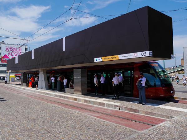 Il tram in sosta a Venezia presso il Terminal di Piazzale Roma - Foto Comune di Venezia