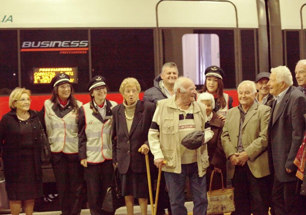 La delegazioni di arzilli centenari in partenza con il FrecciaRossa in direzione Expo - Foto FS Italiane