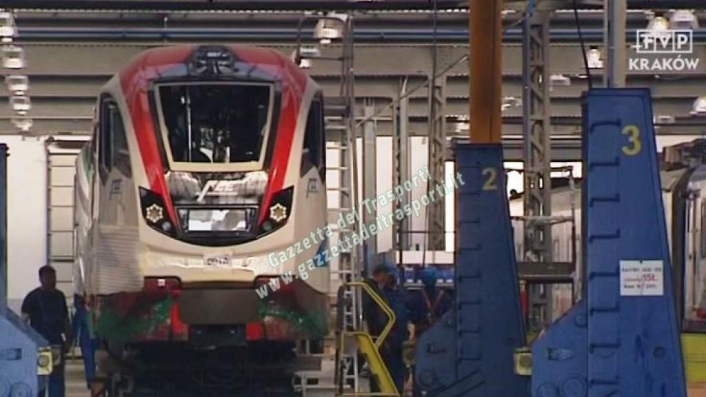 Il nuovo treno Vulcano delle FCE nello stabilimento Newag in Polonia - Foto Tvp.pl