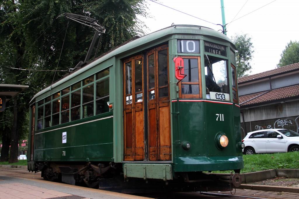 Il tram a due assi 711 di Milano noleggiato da ACT per i 30 anni dell'associazione - Foto Manuel Paa