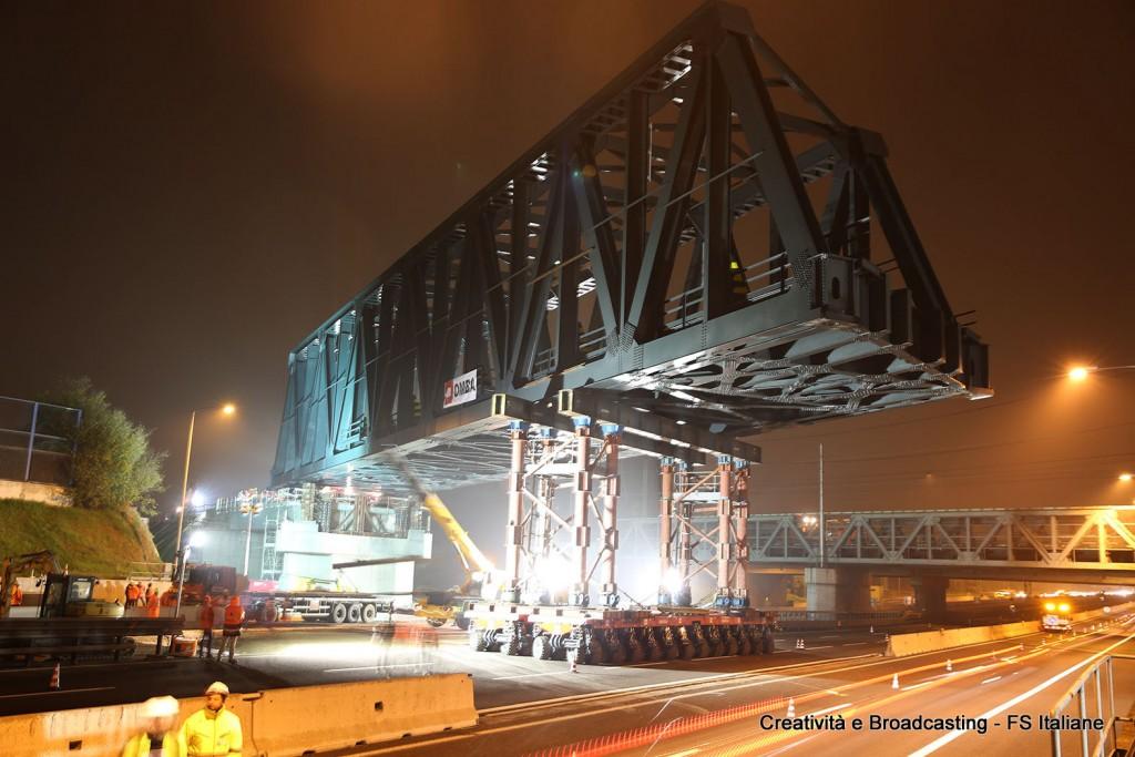 Un momento del varo del nuovo ponte della Bologna-Venezia - Foto Gruppo FS Italiane