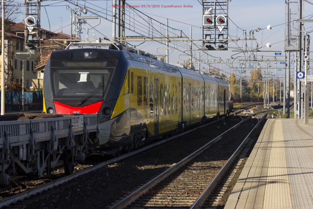 In transito a Castelfranco Emilia il secondo dei tre nuovi ETR452 acquistati da Ferrotramviaria per le linee del nord barese - Foto Michele Triggiani