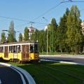 Tram a carrelli 1835in servizio sulla linea 10 davanti al Cimitero Monumentale - Foto Luca Adorna