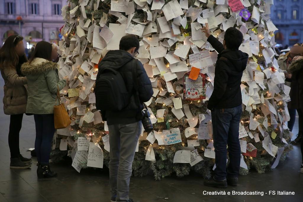 L'albero dei desideri a Roma Termini - Foto FS Italiane