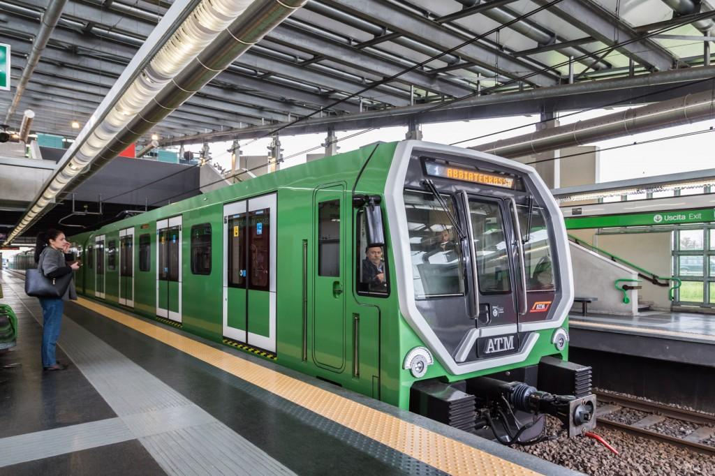 Il treno Leonardo in livrea tutta verde in servizio sulla M2 - Foto ATM